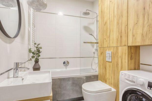 Kilka trików łatwo i szybko może sprawić, że nasza ciasna łazienka będzie sprawiać wrażenie większej i bardziej przestrzennej. Podpowiadamy, jaksprawić, aby mała łazienka wydawała się większa.