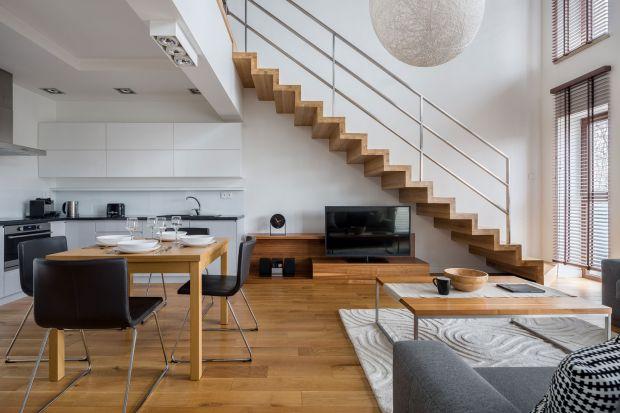 Drewniany blat to świetny pomysły na nie tylko do kuchni. Możemy go wykorzystać na wiele innych sposobów. Sprawdzi się w salonie, sypialni czy na schodach w holu. Zobaczcie jak wiele różnych zastosowań ma drewniany blat.
