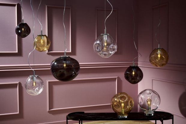 Kaspa to polska marka oświetlenia, która tworzy piękne, designerskie lampy do wnętrz. Wybraliśmy 10 naszym zdaniem najładniejszych. Warto stawiać na polski design! Może znajdziecie tu swoją wymarzoną lampę?