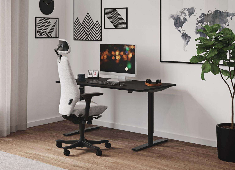 Fotel biurowy Plus, biurko z elektryczną regulacją wysokości Seria Plus, fot. Kinnarps Polska