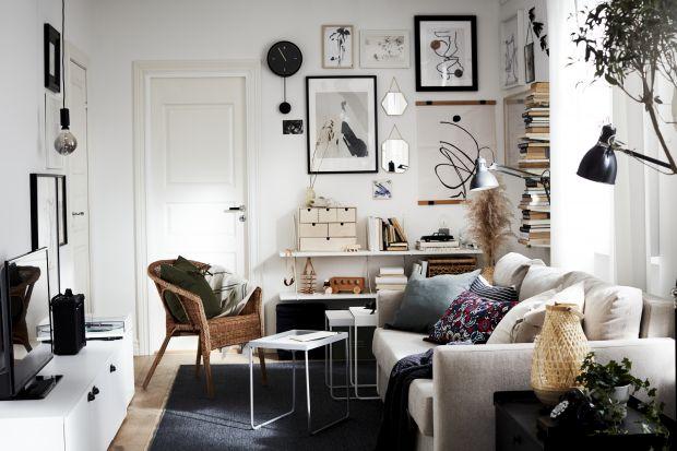 W małym salonie sofa powinna odgrywać pierwszoplanową rolę. Zapewniać wypoczynek i zdobić wnętrze. Zobaczcie modele, które spełniają obie funkcje.