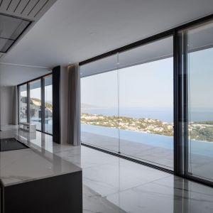 Luksusowy i elegancki dom nad Morzem Śródziemnym. Projekt: Calvi Ceschia Viganò Architetti Associati. Zdjęcia: Aldo Amoretti