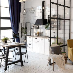 Jadalnia przy kuchni w małym mieszkaniu w bloku. Fot. Ferro
