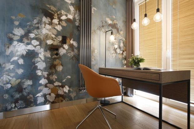 Jak urządzić miejsce do pracy w domu? Jak zaplanowaćdomowe biuro? Jak powinna wyglądać zdrowa i komfortowa przestrzeń do pracy zdalnej?Podpowiadamy!