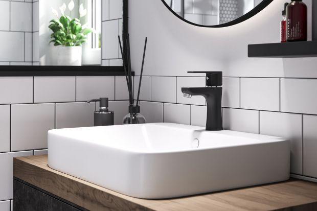 Czarna armatura w łazience i kuchni to prawdziwy hit. Jak jednak utrzymać je w czystości by zawsze wyglądały równie pięknie? Zobaczcie wideo!