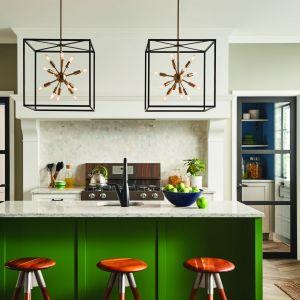 Świetny pomysł na oświetlenie nad wyspę w kuchni lub stół w jadalni. Reprezentacyjne, geometryczne lampy w loftowym stylu. Producent: Distinctive Lighting