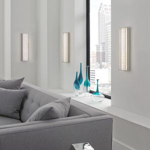 Dekoracyjny kinkiet LED z piękną ażurową oprawą zdobioną geometrycznym wzorem. Panel przesłonięty białą tkaniną daje piękne i ciepłe światło. Producent: Distinctive Lighting