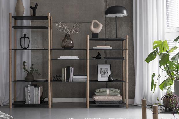 Regał Nomad System łączy ciepło dębowego drewna ze stalowym elementami wkolorze antracytowym. Odpowiada na nowe potrzeby mobilnego społeczeństwa: wielofunkcyjność, jakośćwykonania, długowieczność, minimalizm.