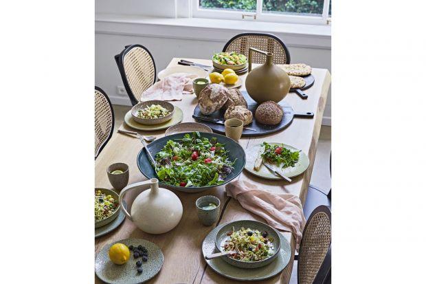 Już czas pomyśleć o pięknej oprawie wielkanocnego stołu. Inspiracji warto poszukać w odległych czasachlubkrajach. Taka niebanalna aranżacja zachwyci gości i być może skłoni do spojrzenia z większym optymizmem w przyszłość.