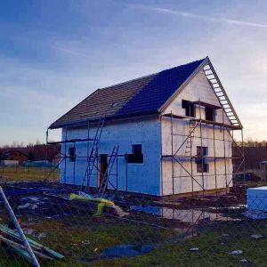 Decydując się na budowę domu, nie tylko nie musimy martwić się o podwyżki czynszu, ale też możemy zaoszczędzić na wielu innych aspektach. Fot. Stalovers