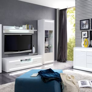 Białe meble do salonu z kolekcji L-Light dostępne  w ofercie firmy Meble Forte. Fot. Meble Forte