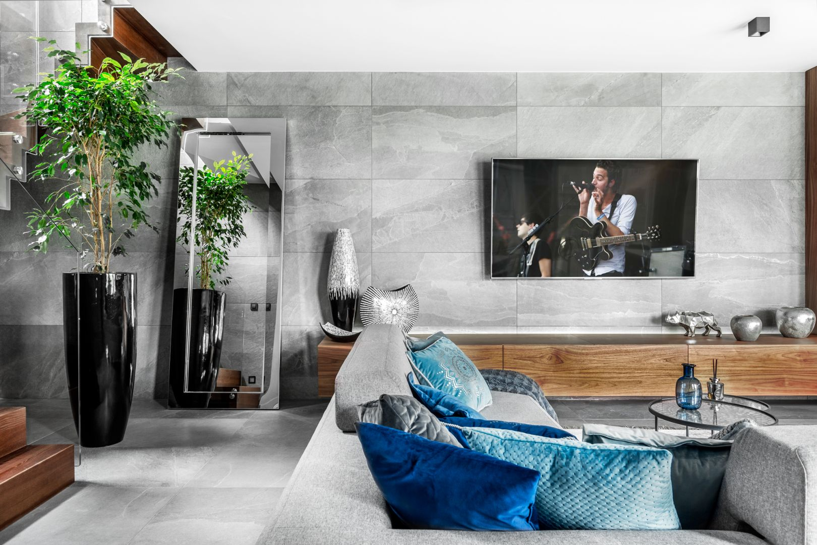 Telewizor w salonie. Projekt Agnieszka Morawiec. Fot. Dekorialove