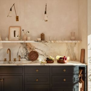 Stylowy dom znanej pisarki, blogerki i projektantki wnętrz Atheny Calderone mieści się w Nowym Jorku. Fot. mat. prasowe Zara Home