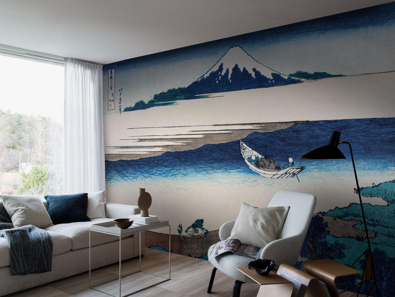 Pomysł 4. Ściana z grafiką lub muralem inspirowanym japońskim malarstwem. Na zdjęciu mural z obrazem  Katsushika Hokusa marki Boras Tapeter. Sprzedaż: Impresje.pl