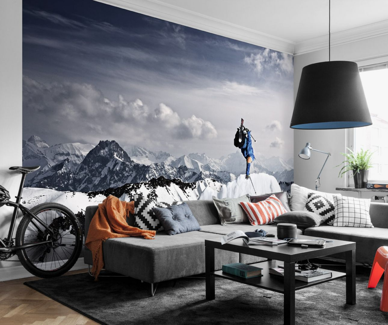 Fototapeta z iluzją głębi - widok dla miłośników górskich wędrówek i nie tylko. Na zdjęciu fototapeta marki Mr Perswall. Fot. Mr Perswall