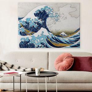 Pomysł 4. Ściana z grafiką lub muralem inspirowanym japońskim malarstwem. Na zdjęciu grafika z obrazem  Katsushika Hokusa, dostępna w sklepie  Myloviev.pl