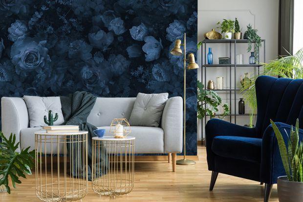 Kolor niebieski w salonie, botaniczne wzory, urban jungle, ombre, marmur calacatta czy carrara, butelkowa zieleń, murale inspirowane japońskim malarstwem - wybraliśmy 8 trendów, które w 2021 roku niepodzielnie rządzą na naszych ścianach.