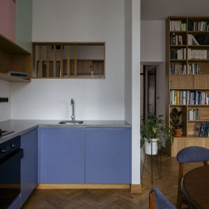 Wnętrze miało nawiązywać do stylistyki vintage. Projekt: in architekci, Anna Białobrzewska. Zdjęcia: Hanna Połczyńska, Kroniki Studio