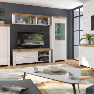 Stolik kawowy do salonu w białym kolorze z kolekcji Holten dostępny w ofercie Black Red White. Fot. Black Red White