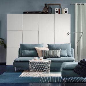 Stolik kawowy w białym kolorze z kolekcji Kvistbro dostępny w ofercie IKEA. Fot. IKEA