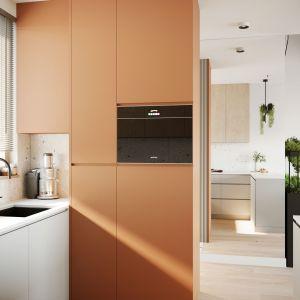Zabudowa kuchenna w ciekawym ceglastym kolorze. Projekt: Sara Tokarczyk i Wojciech Poziomka, Studio Smart Design