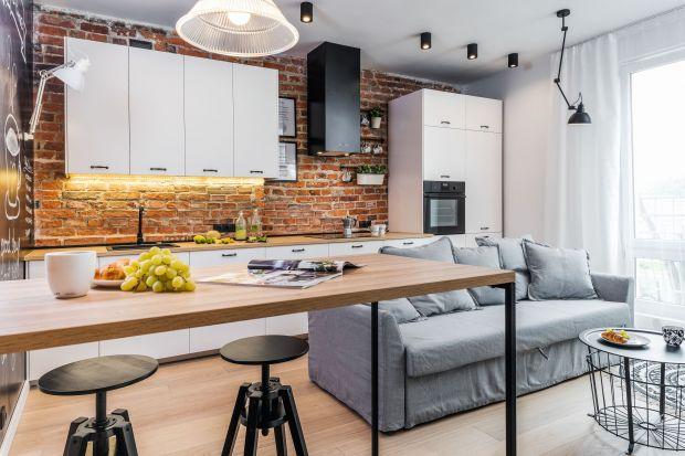 Cegła wprowadzi do pomieszczenia kuchennego nieco ciepła, nada jej klimatu i sprawi, że będzie inna niż wszystkie. Pomoże przy tym podkreślić stylistykę wnętrza, zbuduje klimat - loftowy, klasyczny, czy rustykalny.