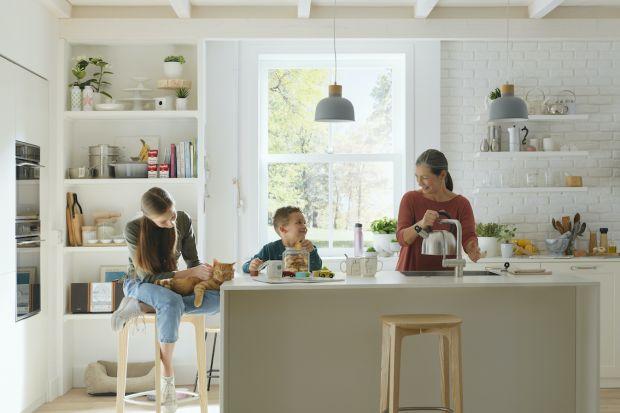 W nowej bateriido kuchni Franke Atlas Neo Sensor strumień wody uruchomisz tradycyjnie za pomocą mieszacza lub po prostu ruchem dłoni, czyli bezdotykowo. To szybsze, oszczędniejsze i bardziej higieniczne rozwiązanie do strefy zmywania w kuchni. Jeś