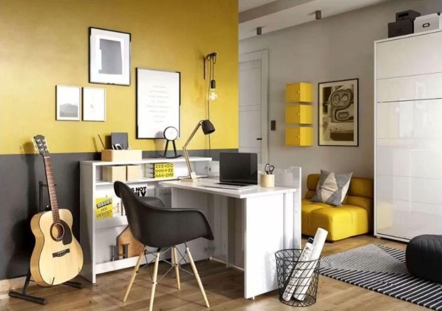 Pomysł na domowe biuro. Na zdjęciu biurko WorkConcept i łóżko BedConcept marki Lenart, dostępne w Domotece. Fot. mat. prasowe Domoteka
