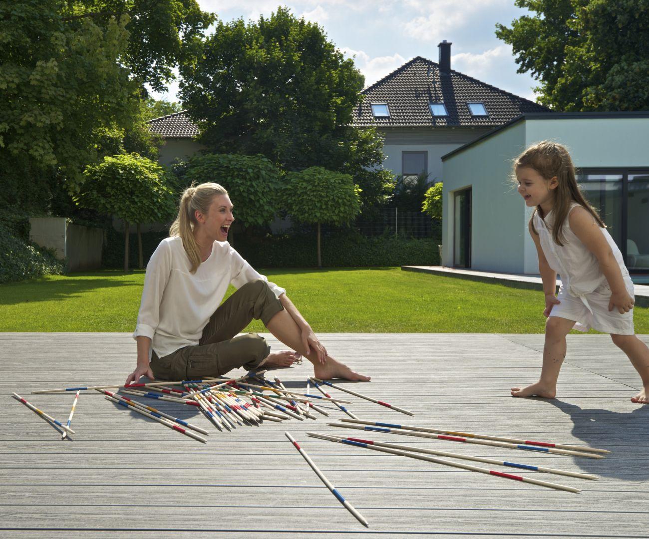 Drewno z pewnością będzie przemyślanym wyborem do tworzenia odpowiedniego otoczenia dla przyszłych pokoleń .Fot. JAF Polska