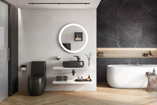 Czarny kolor jest elegancki, nowoczesny i ponadczasowy. Świetnie się sprawdzi w łazience, a wykorzystać go możemy nawet na małym metrażu. Podpowiadamy, jak urządzić czarną łazienkę.