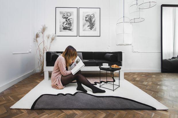 Czy dywan, tak oczywisty element wyposażenia każdego wnętrza, może być dziełem dającym coś więcej niż tylko miękkie oparcie dla stóp, wyciszenie pomieszczenia i ocieplenie aranżacji? Oczywiście!