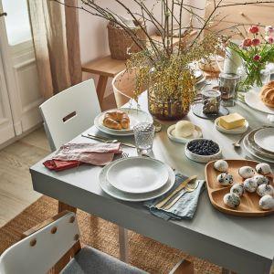 Stół Creative z szarym blatem będzie idealnym miejscem na świąteczne śniadanie – z łatwością pomieści smakołyki i potrawy dla wszystkich domowników. Fot. Vox