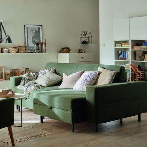 Wiosenne trendy w salonie - piękna zielona sofa. Fot. VOX/Galeria Wnętrz Domar