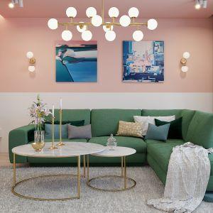Zielona sofa i ściana w pudrowym różu, świetny pomysł na wiosenny salon. Projekt: Magdalena Świerczyńska. Wizualizacje: Marcin Świerczyński