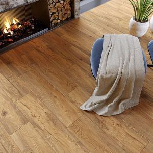 Płytki Wood Concept Passion Oak Beige. Płytki ceramiczne z fakturą dębu w przyjemnym ciepłym odcieniu beżu doskonale sprawdzą się w salonie. Fot. Opoczno