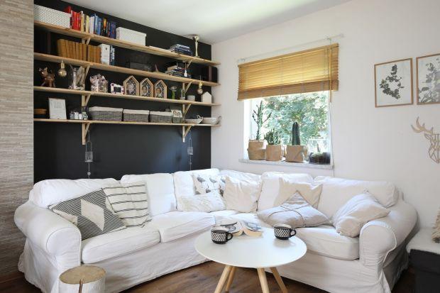 Przytulny salon to domowa oaza. Tu możemy się schronić po długim dniu pracy i odpocząć w rodzinnym gronie. Przytulna atmosferę we wnętrzu zbudują nie tylko domownicy, ale też wyposażenie.