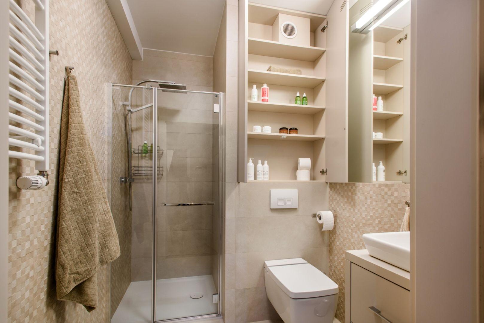 Szafka nad wc w łazience. Fot. Komandor