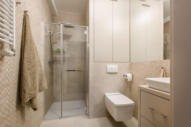 Zamiast małej szafeczki - pełnoprawna, porządna szafa. Zamiast gotowych mebli - szyte na miarę rozwiązania. Eksperci podpowiadają, jak uporządkować łazienkę i sprawić, by każdy drobiazg miał swoje miejsce.
