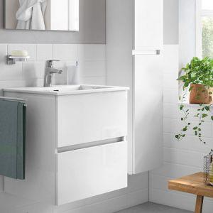 Kolekcja mebli łazienkowych Cube Roca zgodna z trendem minimalistycznym. Odznacza się prostatą form, brakiem uchwytów i oferowana jest białym połysku. Fot. Roca Polska