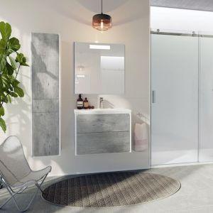 Zestaw łazienkowy Ronda w praktycznych rozmiarach stanowi idealne rozwiązanie do każdej łazienki. Dostępny w dwóch kompozycjach kolorystycznych: białym połysku i białym macie lub cementowym i białym macie. Fot. Roca Polska