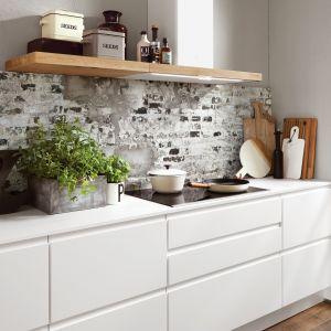 Biała kuchnia na jedną ścianę. Fot. Verle Kuchen