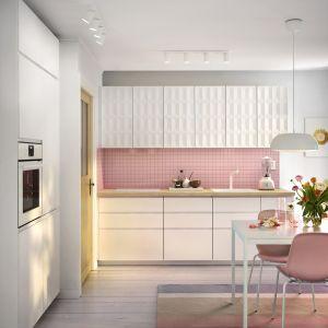 Biała kuchnia w skandynawskim stylu. Fot. IKEA