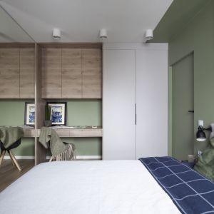 Drugie miejsce do pracy w domu znajduje się w sypialni. Projekt: Ilona Paleńczuk z zespołem, pracowania IP Design. Fot. Karolina Chęcińska
