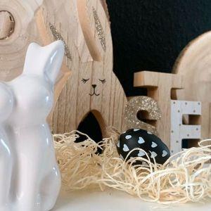Świetną pozycją na dekoracje domu się dodatki w kolorze srebra, złota i metalicznej czerni. Fot. KiK Textil