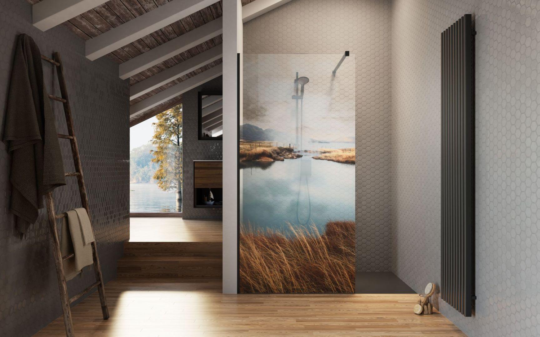 Print na szkle kabiny pozwala stworzyć niezwykłą aranżację łazienki, gdzie główną rolę odgrywać będzie kabina prysznicowa. Fot. Radaway