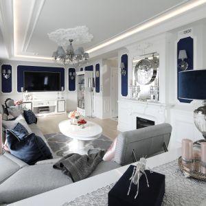 Elegancki salon w klasycznym stylu. Projekt Edyta Niewińska. Fot. Bartosz Jarosz