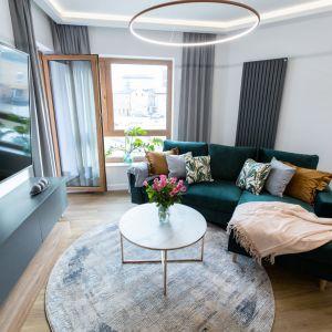 Mieszkanie zaprojektowane zostało tak, by być uniwersalnym tłem dla zmieniających się sezonowych dodatków. Autorka projektu: Malwina Kuzera. Fot. Piotr Seweryn, SewiMedia