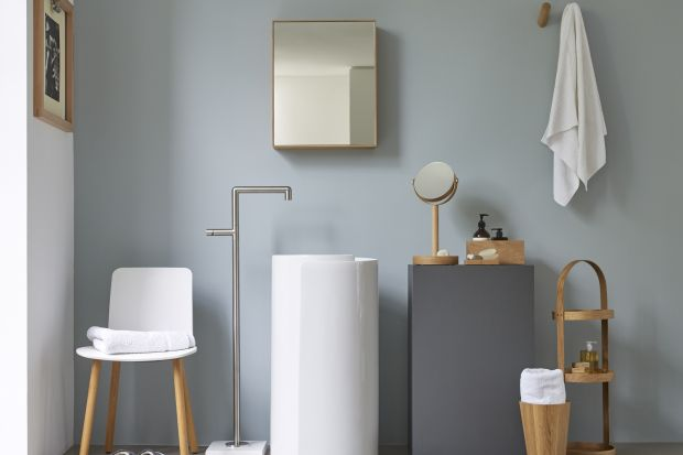Urządzenie łazienki to często spore wyzwanie. Musi być wygodna i funkcjonalna. Warto więc dobrze przemyśleć i zaplanować miejsce na przechowywanie. Pomogą w tymodpowiednie dodatki i akcesoria.To też pomysł na szybką metamorfozę łazienki.