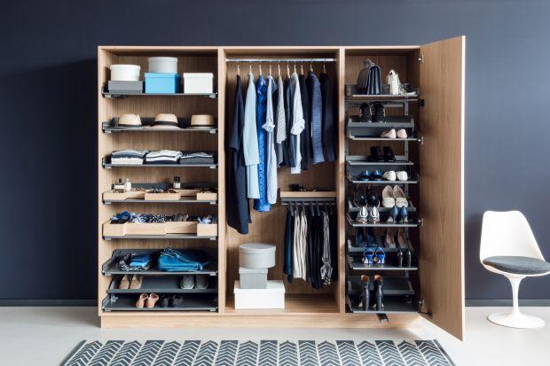 Jak sprawić, by garderoba była dobrze zorganizowana przez cały rok? Jak zaplanować system przechowywania, by był komfortowy i ergonomiczny? Oto kilka sprawdzonych sposobów.