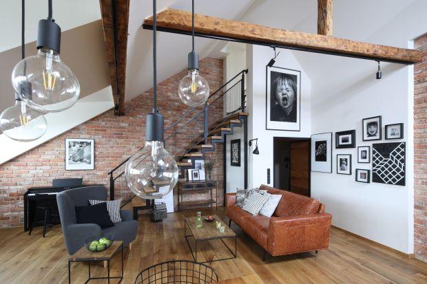 """Podoba ci się styl loftowy, ale nie wiesz, jak urządzić w takim klimacie """"zwykłe"""" mieszkanie w bloku? Miłośnicy loftówkochająprzecież te nietypowewnętrza ze względu naich charakter, surowy klimat i przestrzeń.Ale efekt loft"""